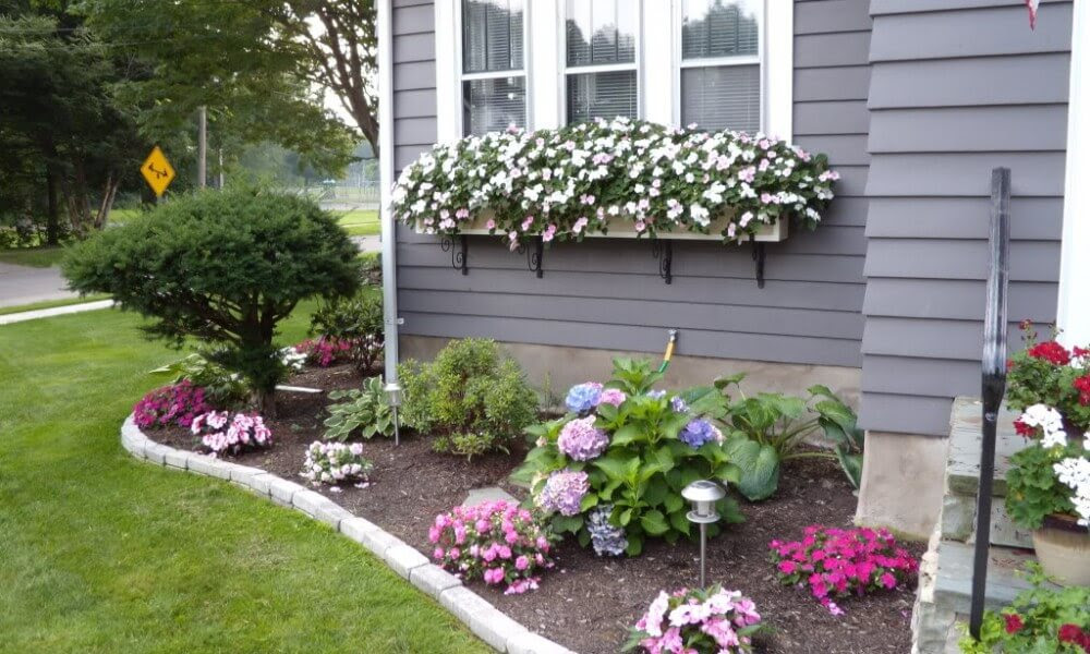 22 Most Beautiful Front Yard Landscaping Designs & Ideas ...