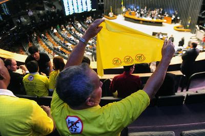Câmara dos Deputados rejeita a PEC 37
