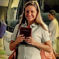 Paula Burlamaqui participou de cultos evangélicos para compor personagem para a novela Avenida Brasil