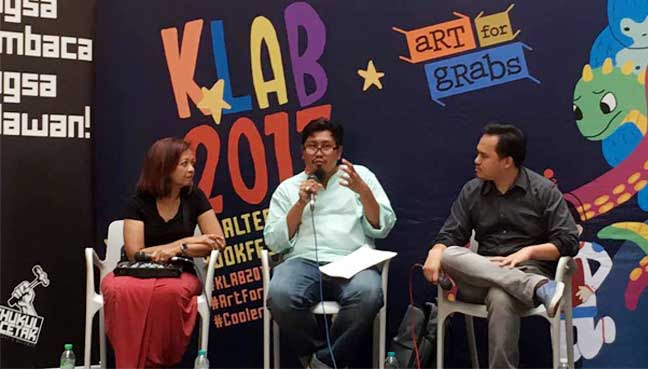 "Author Faisal Tehrani (centre) speaking during a panel discussion held in conjunction with the launch of his book ""The Nurse & Crises"" here today. With him are social activist Marina Mahathir (left) and Fuad Rahmat."