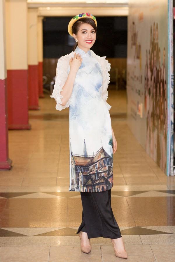 Bỏ rơi Mâu Thủy, H'Hen Niê và Hoàng Thùy 'rủ nhau' xúng xính áo dài trình diễn thời trang - Ảnh 10.