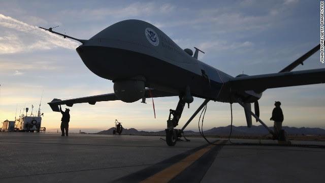 El FBI acepta que usa aviones no tripulados dentro de EE.UU., dice el director de la agencia