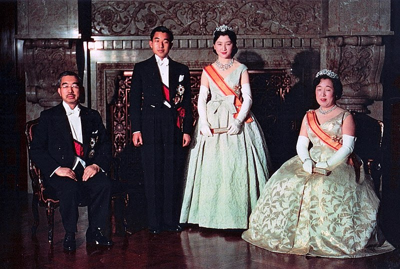File:Crown Prince & Princess & Emperor Showa & Empress Kojun wedding 1959-4.jpg