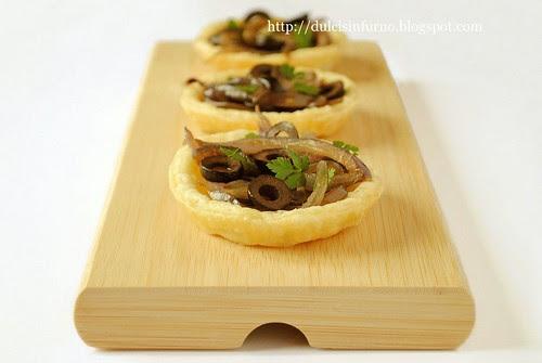 Tartellette con Cipolle e Olive-Onion and Olive Tartlets