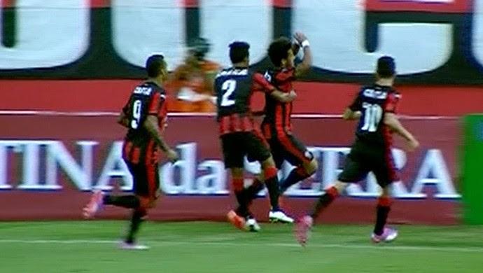 Comemoração gol Vitória x ABC (Foto: Reprodução / Inter TV Cabugi)