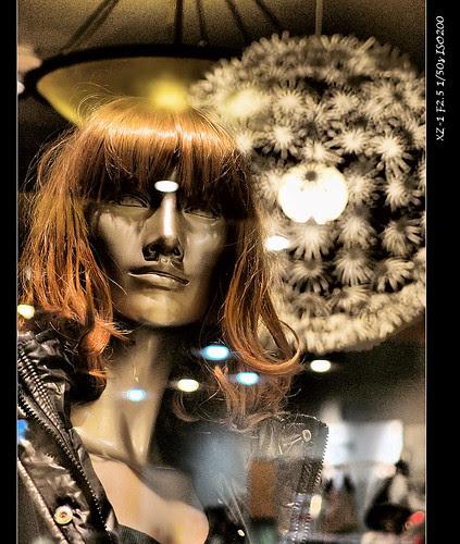 義大世界玻璃櫥窗MODEL