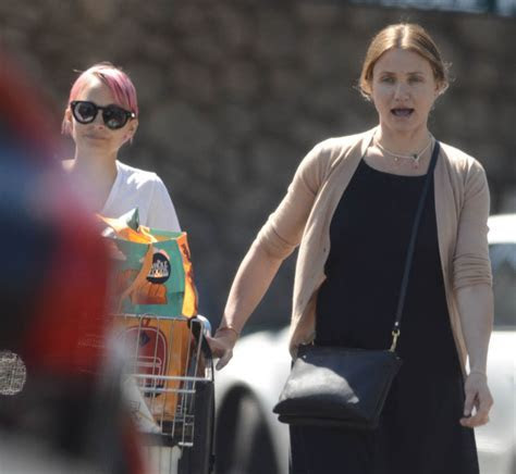Cameron Diaz and Nicole Richie go grocery shopping