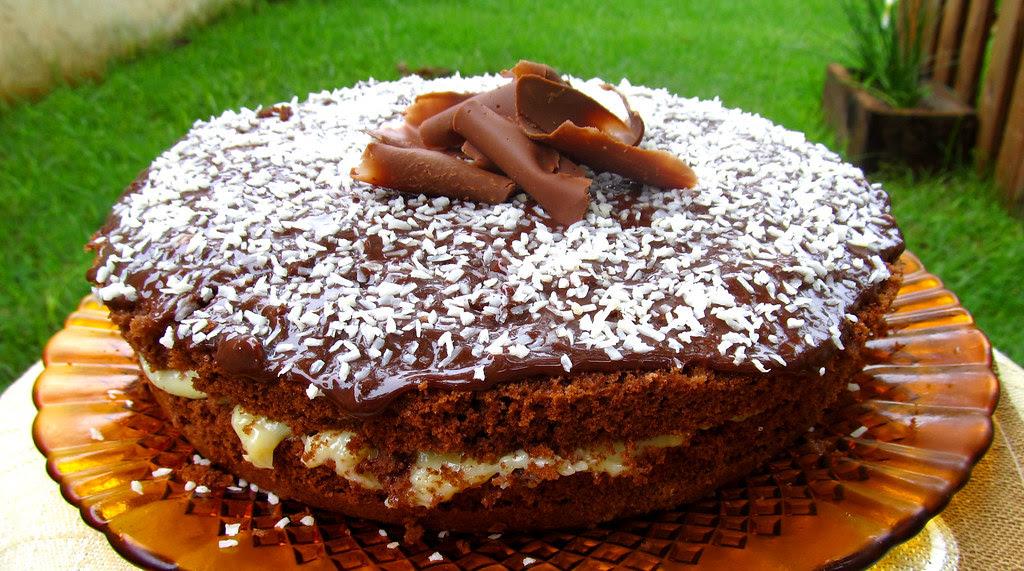 Bolo delicioso de prestigio - chocolate e coco