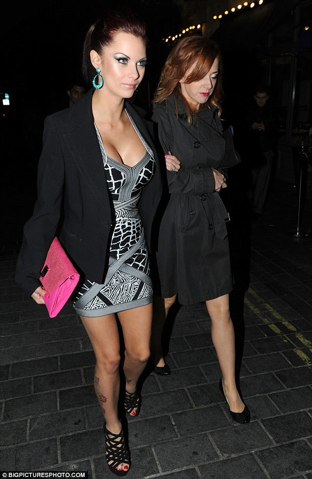 http://i.dailymail.co.uk/i/pix/2012/01/16/article-2087189-0F77365C00000578-235_634x974.jpg