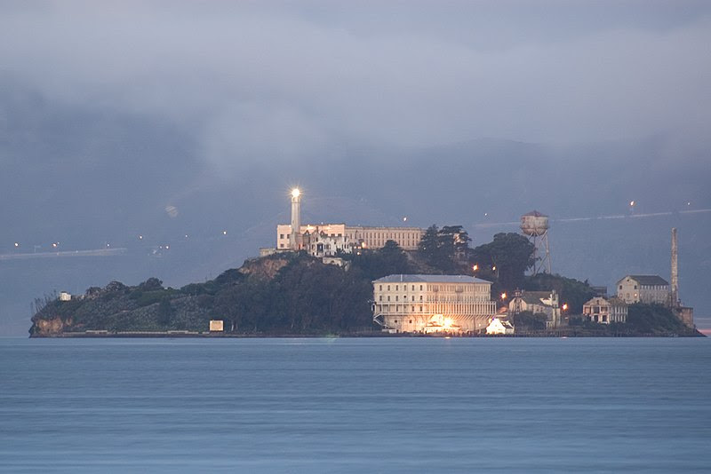 File:Alcatraz dawn 2005-01-07.jpg