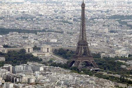 An aerial view of the Eiffel Tower in Paris on Bastille Day July 14, 2011.  REUTERS/Charles Platiau