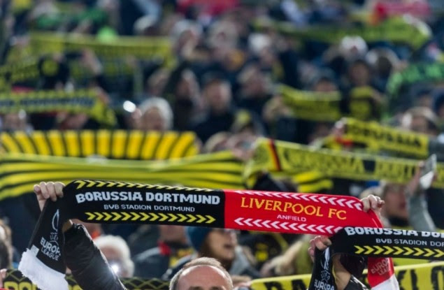 Fan Dortmund dan Liverpool Kompak Nyanyikan <i>You'll Never Walk Alone</i>