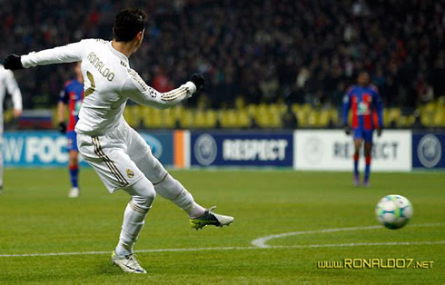 http://www.ronaldo7.net/news/2012/cristiano-ronaldo-447-goal-for-real-madrid-against-cska-moscow-in-the-uefa-champions-league-2012.jpg