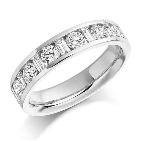 18ct white gold 1.08ct Round Brilliant Cut Baguette Cut