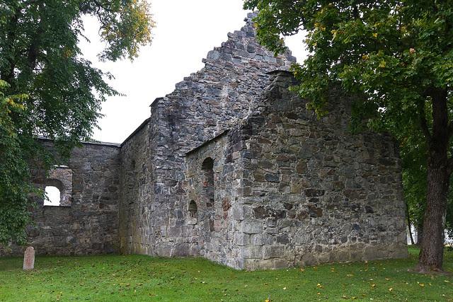 Nes church ruins-3534