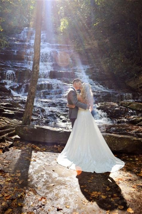 Minnehaha Falls   Minnehaha Falls Waterfall Wedding Location