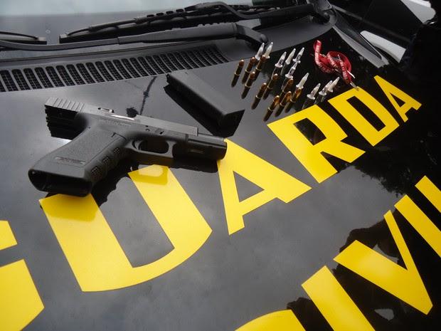 Arma de uso restrito apreendida com desempregado em Rio Claro (Foto: Guarda Municipal de Rio Claro)