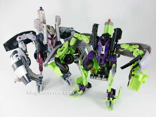 Transformers Mixmaster RotF Voyager (G1 deco)  vs Mixmaster (RotF deco) - modo robot