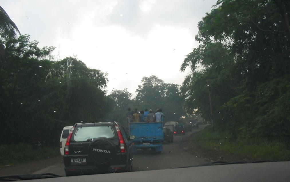 Fahrt von Jakarta nach Bandung im Regen, Indonesien