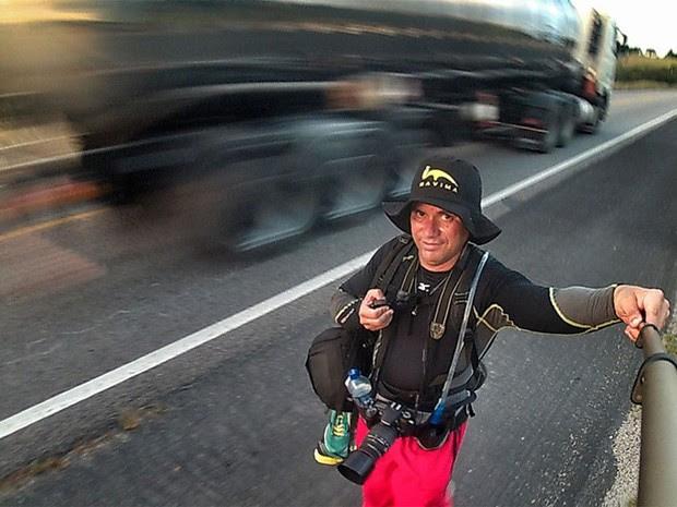 Ney Douglas conta que preciso manter um olho na pista, para ter cuidado com o tráfego, e outro na paisagem (Foto: Ney Douglas/G1)