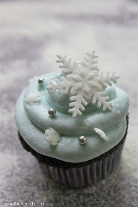 snowflake cupcakesPosted on November 28, 2012 by