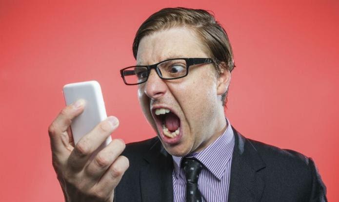 Πέντε λάθη με το κινητό που βάζουν σε κίνδυνο την υγεία μας