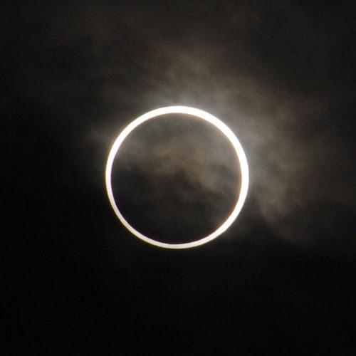 [拡大]金環日食 an annular eclipse