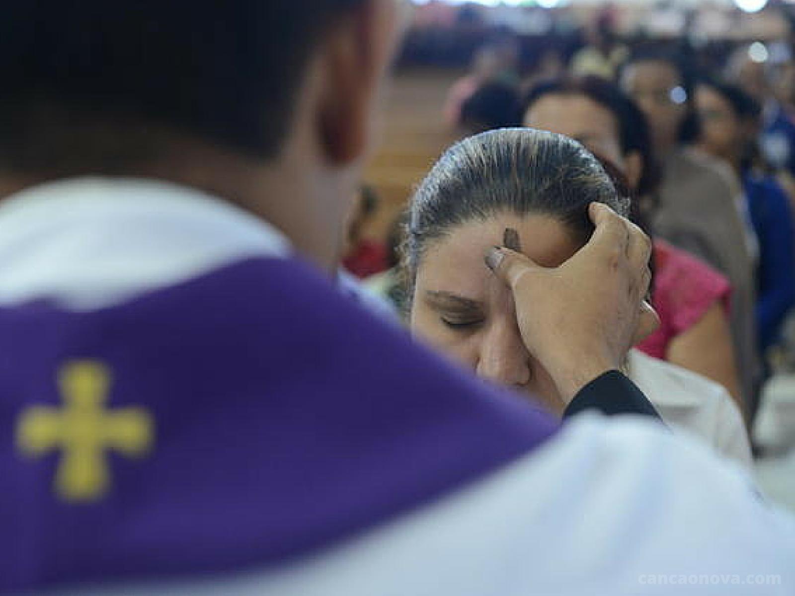 Veja a programação de missas de Quarta-Feira de Cinzas em Cidade Ocidental