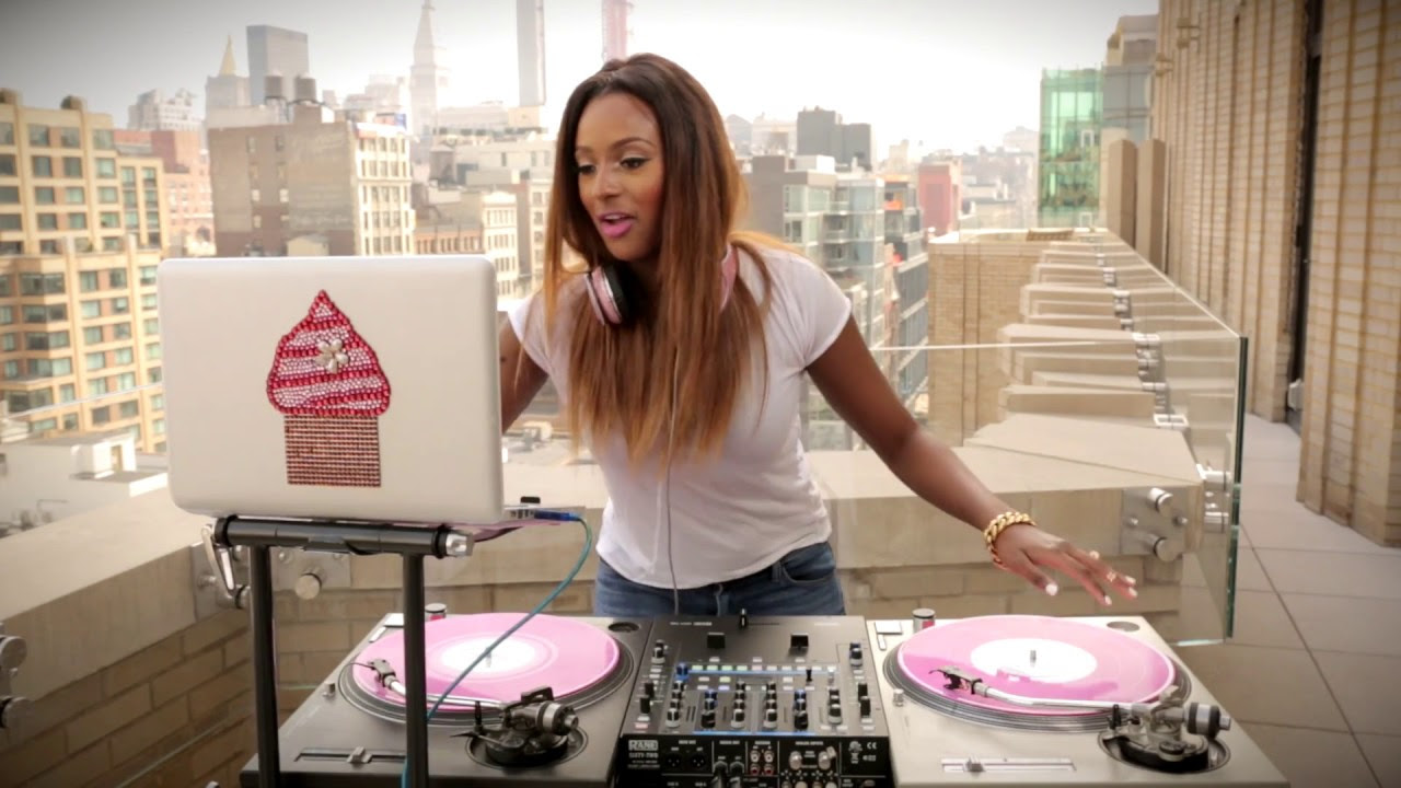 dj-cuppy-turntable-session