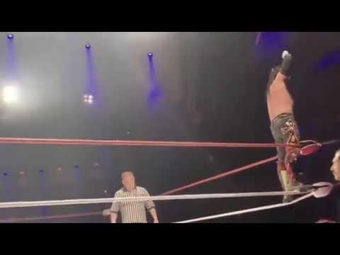 Vídeo: estrela da luta livre morre em pleno ringue em Londres