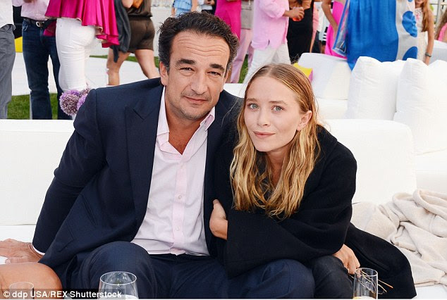 Congrats! Former child actress Mary-Kate Olsen has tied the knot to her French banker boyfriend Olivier Sarkozy, according to Page Six