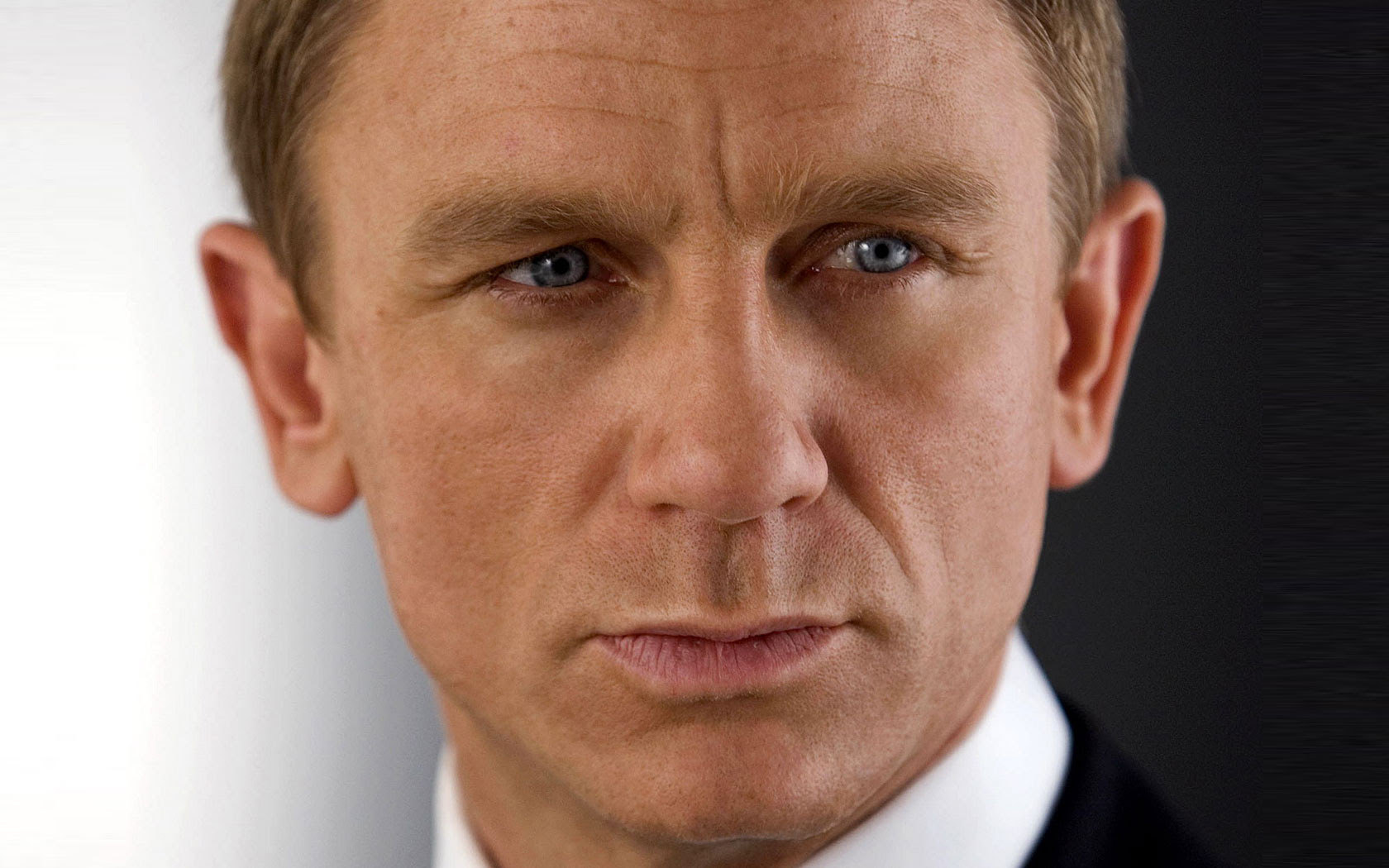 http://entertainmentwithmonique.files.wordpress.com/2008/11/quantum-of-solace-daniel-craig-14571.jpg
