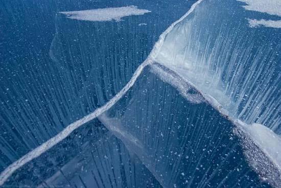 Παγωμένη λίμνη Baikal στη Σιβηρία (10)