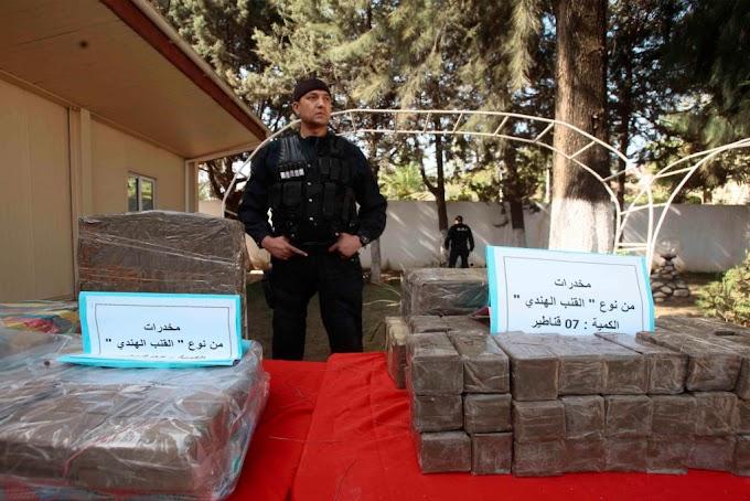 El Ejército argelino intercepta 1.400 kilos de cannabis y 31 narcotraficantes con vínculos terroristas procedentes de Marruecos.
