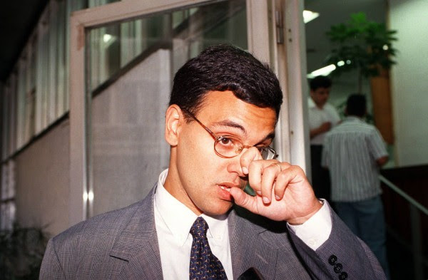 FRANGOS1 S2 ARQUIVO 13/08/97 POLITICA OE FRANGOS FOTOS DO PROMOTOR DE JUSTICA ALEXANDRE MORAES FOTO AGLIBERTO LIMA/AE