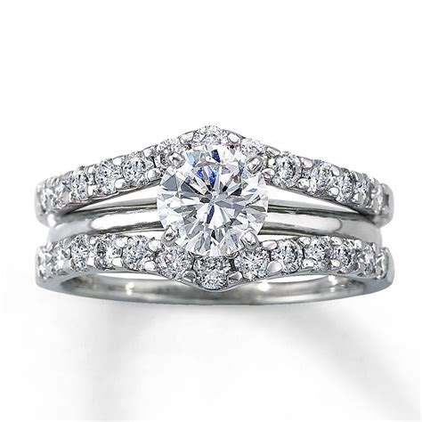 A 'solitaire enhancer'   Bling I Love   Wedding ring