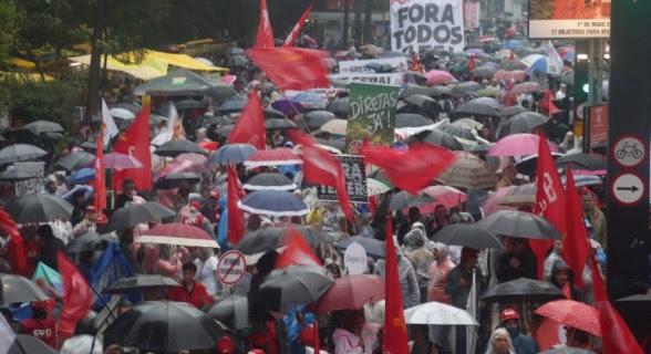 """""""Fora Temer, fora Lula e fora Aécio"""" é a principal bandeira do ato deste domingo (30)"""