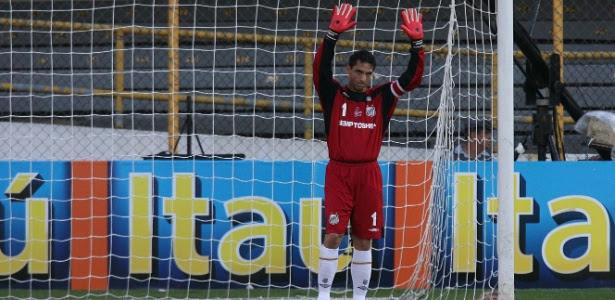Fabio Costa, que tem contrato com o Santos, estava no banco de passageiro do veículo.