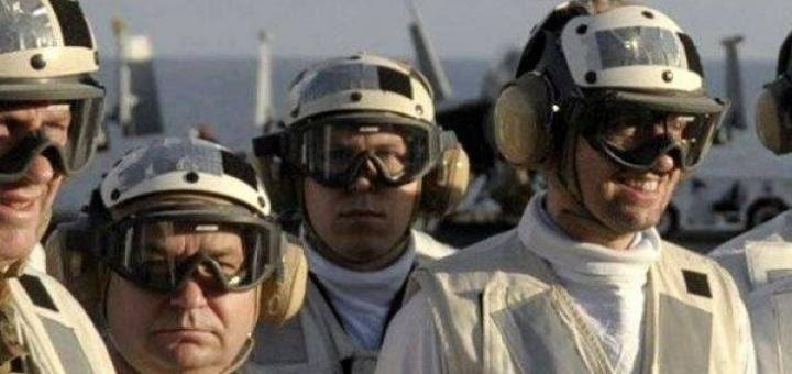 Яйценюх на авианосце США укроп