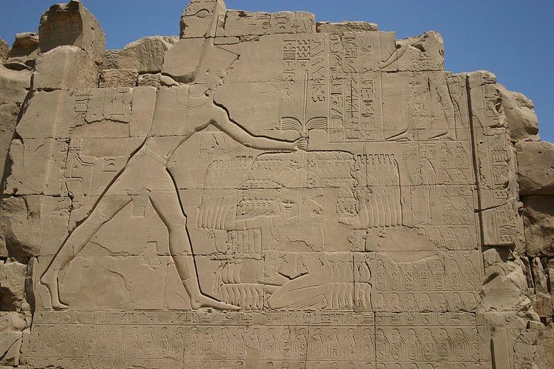 Egyptian_battle_scenes_wars_smiting