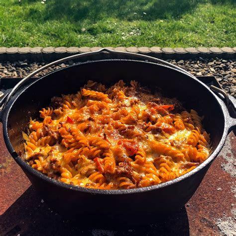 nudel hackfleisch auflauf aus dem dutch oven gg grillende
