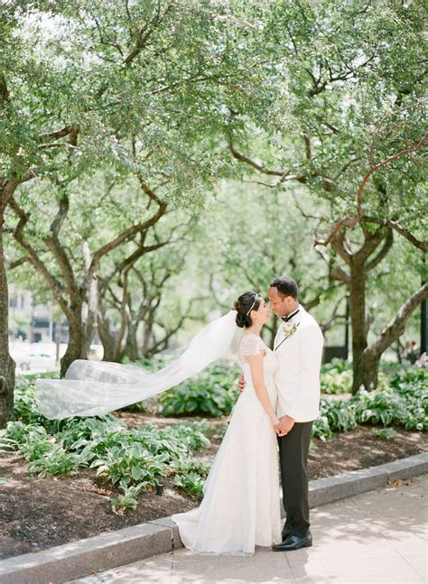 Coral Love: Elegant Cleveland Wedding at the Renaissance