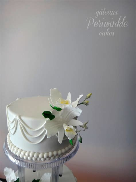 Periwinkle Cakes: Traditional Wedding Cake