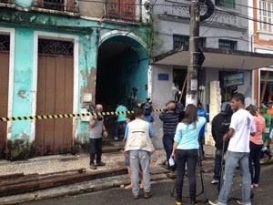 Imóvel onde houve desabamento foi isolado na manhã desta terça-feira (20) (Foto: Cássia Bandeira/G1)