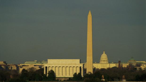 http://s.tf1.fr/mmdia/i/33/6/vue-de-washington-d-c-avec-le-lincoln-memorial-et-le-washington-10771336gvcyd_1713.jpg?v=1