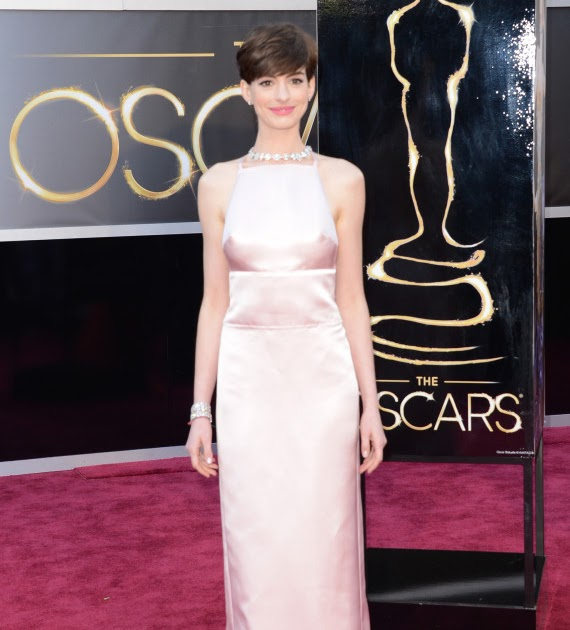 ЖѦґ World: Anne Hathaway Oscar Dress 2013: See Her Red