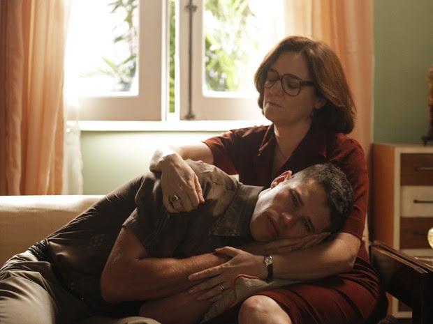 Pedro não se conforma em perder Sandra (Foto: Carolina Caldas/Gshow )