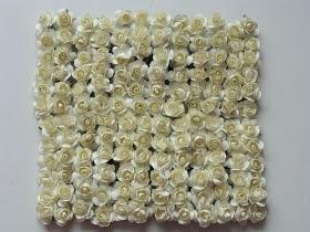 http://scrapkowo.pl/shop,kwiaty-papierowe-1cm-12szt-roza-biala,4222.html