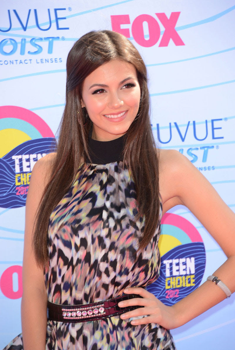 http://www.hawtcelebs.com/wp-content/uploads/2012/07/VICTORIA-JUSTICE-at-2012-Teen-Choice-Awards-in-Universal-City-24.jpg
