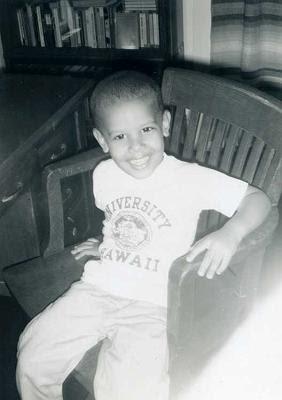 Barack Obama de niño sonriendo